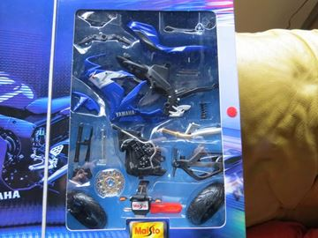 Afbeelding van Yamaha YZF R-1 blue easy kit 1:12 39052
