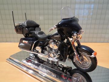 Afbeelding van Harley Davidson FLHTK electra glide 1:18 (006)