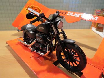 Picture of Harley Davidson Sportster Iron 883 2014 1:12 32326