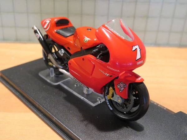 Picture of Carlos Checa Yamaha YZR M1 2002 1:24