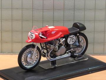 Picture of Geff Duke Gilera 4 cyl. 500cc. 1954 1:22