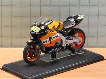 Afbeelding van Valentino Rossi Honda RC211V 2003 1:22 Italeri