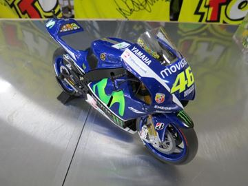 Picture of Valentino Rossi Yamaha YZR-M1 2015 1:12 122153046
