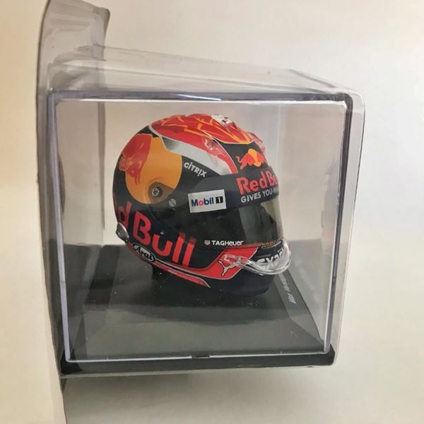 Picture of Max Verstappen F-1 2017 Arai helm 1:5 Spark