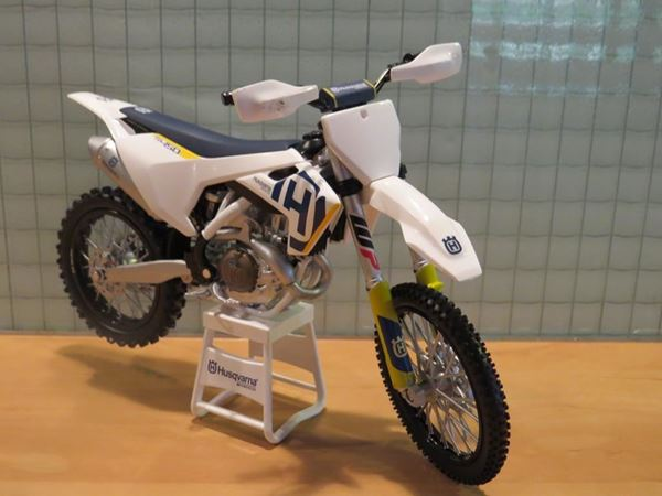 Picture of Husqvarna FC 450 2018 1:12 3HS19715000