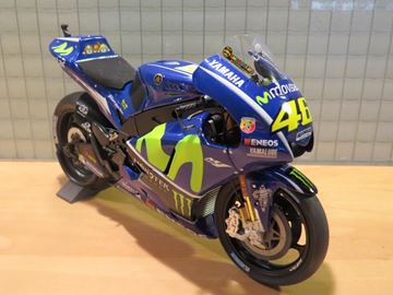 Picture of Valentino Rossi Yamaha YZR-M1 2017 1:12 122173046