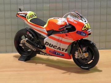 Picture of Valentino Rossi Ducati Desmosedici GP11.2  1:12 122112046