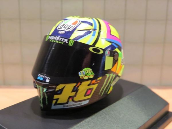 Picture of Valentino Rossi  AGV helm MotoGP 2017 1:8 399170046
