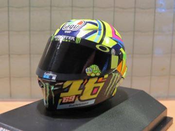 Afbeelding van Valentino Rossi  AGV helm MotoGP 2017 tribu helmet 1:8 399170056