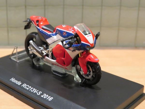 Picture of Honda RC213V street version 1:43