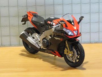 Picture of Aprilia RSV4 factory 1:18 12833 welly