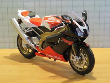 Picture of Aprilia RSV1000R factory 1:10 62808f