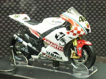Afbeelding van Valentino Rossi Yamaha Abarth YZR-M1 2007 1:18