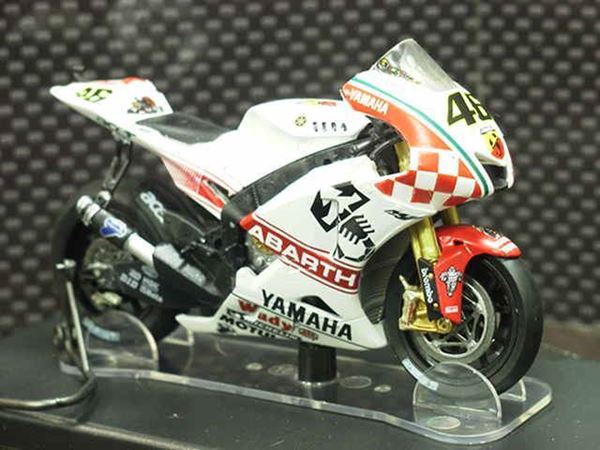 Picture of Valentino Rossi Yamaha Abarth YZR-M1 2007 1:18