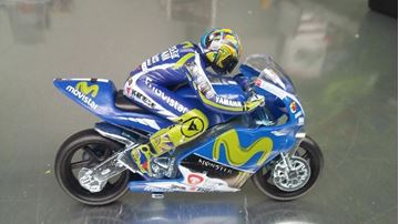 Picture of Valentino Rossi Yamaha YZR-M1 2017 1:22