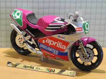Picture of Loris Reggiani Aprilia 250 1:10 guiloy