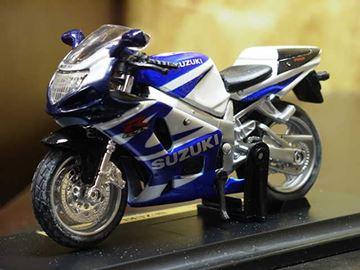 Afbeelding van Suzuki GSX-R750 1:18 blauw/wit los