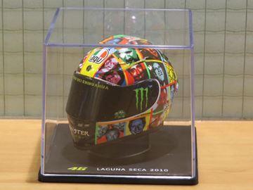 Afbeelding van Valentino Rossi AGV helmet 2010 Laguna Seca 1:5