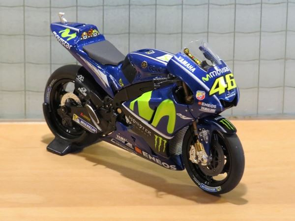Picture of Valentino Rossi Yamaha YZR-M1 2017 1:18 182173046