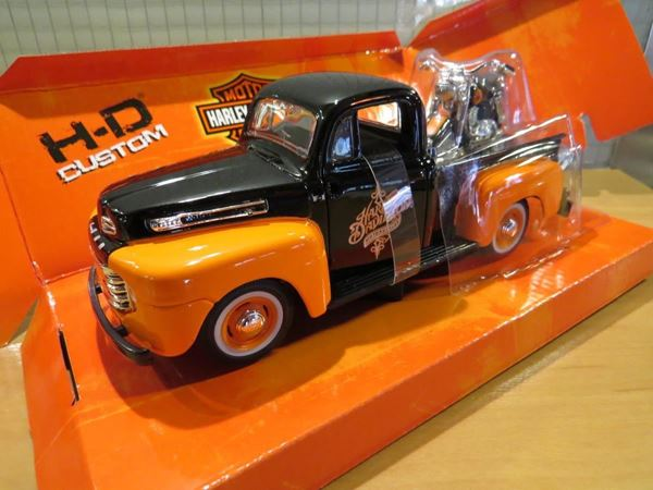 Picture of Ford F-1 pickup + Harley Davidson FLH Duo Glide 1:24
