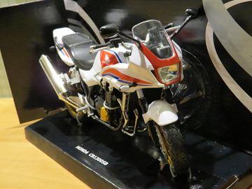 Afbeelding van Honda CB1300 SB 1:12 6000