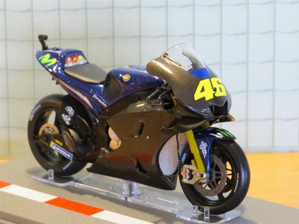 Picture of Valentino Rossi Yamaha YZR-M1 2017 Valencia test 1:18 diecast
