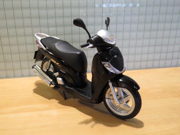Picture of Honda SH125i motor scooter 1:12 black