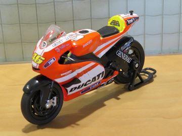 Afbeelding van Valentino Rossi Ducati Desmosedici 2011 1:24