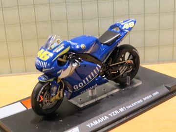 Afbeelding van Valentino Rossi Yamaha YZR-M1 2005 1:24
