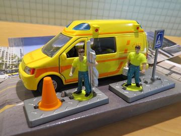 Afbeelding van Globe rettungswagen set ziekenauto
