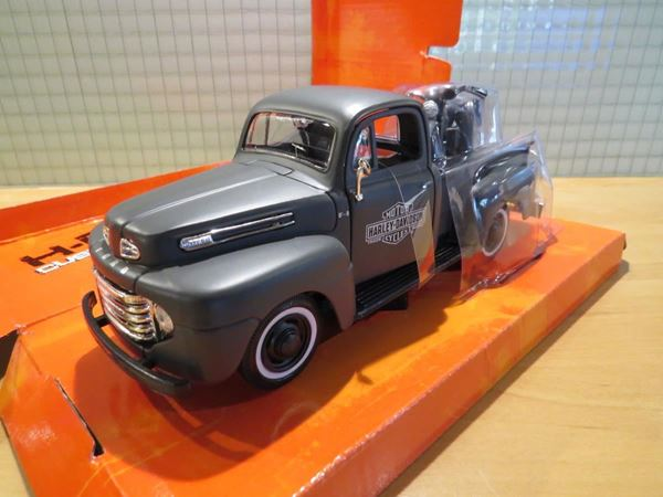 Picture of Ford F-1 pickup + Harley Davidson WLA flathead 1:24